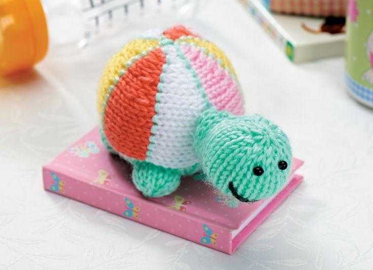 Knitted Turtle Pattern : Follow our knitting pattern to create an adorable turtle toy Haakpatronen k...