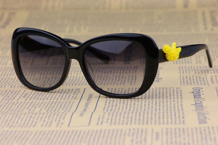 Элегантные и красивые цветы Г-Жа солнцезащитные очки 4188 Кадр Плита Небольшой свежий стиль Минималистский дизайн Анти-uv400