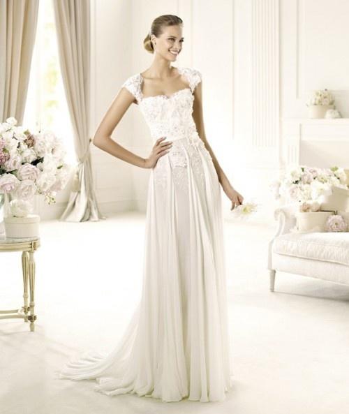 Vestido de novia 2013 modelo Galant de Elie Saab con mangas cortas y encaje, bordados y cauda mediana - Foto Pronovias