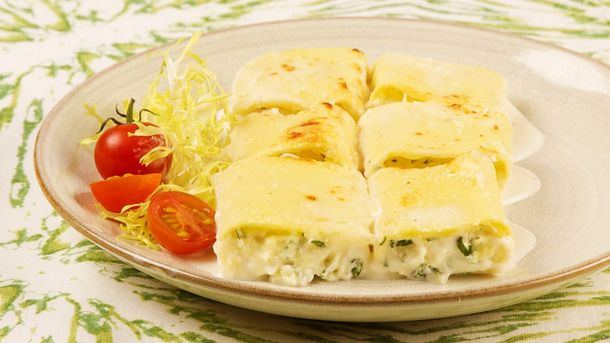 Three-Cheese Rotolo with White Sauce