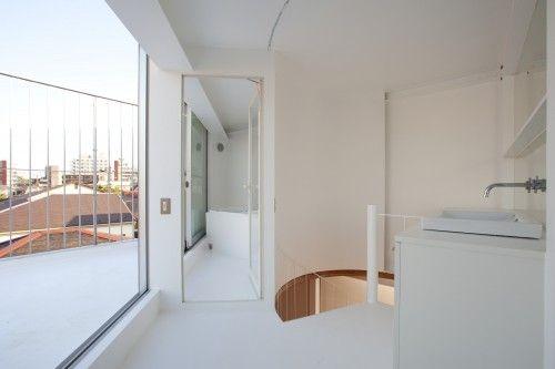 белизной интерьер ванной комнаты микро-дом дизайна