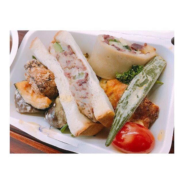 鹿肉🦌弁当、笑 It's Venison Lunch. Jejeje  臭みもなく、食べやすくて美味しかったです(^O^) Good taste.!!! #good #tasty #lunch #sandwich #vegetables #venison #meet #comida #verduras #rico #delicious #venado #鹿 #肉 #弁当 #美味しい #高遠 #伊那 #図書館 #長野 #写真 #写真撮ってる人と繋がりたい #写真好きな人と繋がりたい #写真好きな人と繋がりたい