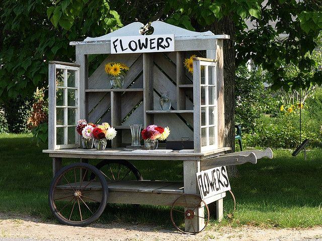 love, love, love everything about this portable flower stand!