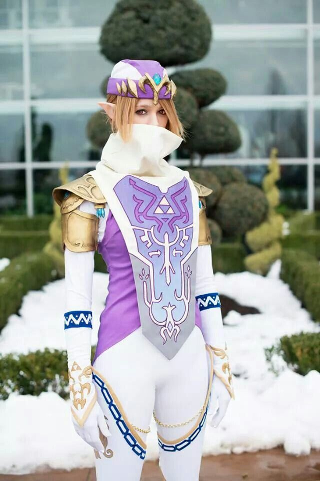 Zelda/Sheik cosplay. I LOVE IT! Seriously, this is so cool. I have to put this on my list of costumes to do someday.