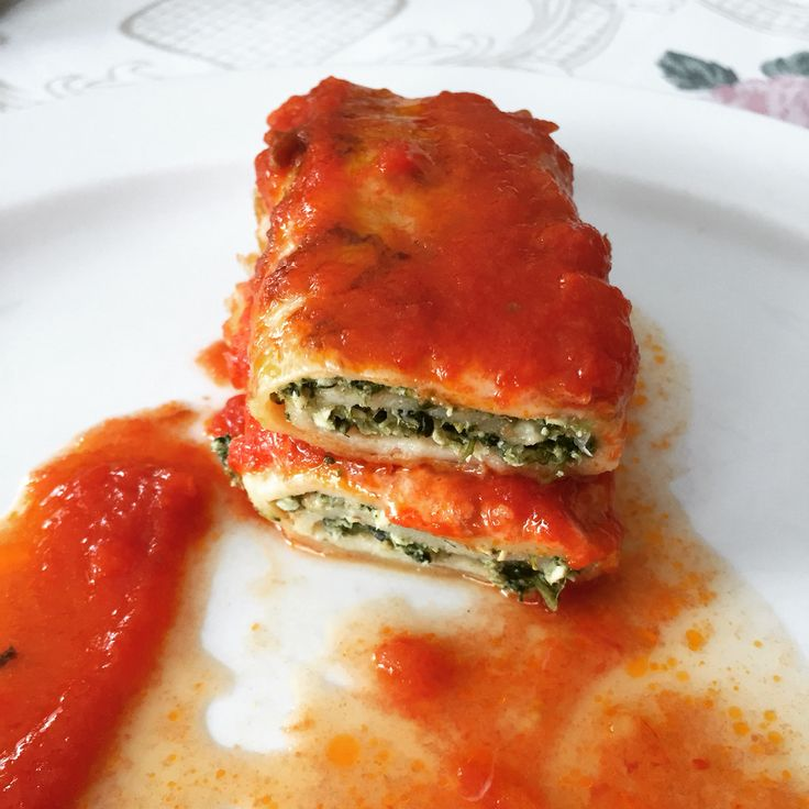 Nonna makes the lucious sugo and the chicken spinach filling and Nonno the crepes. Delicious