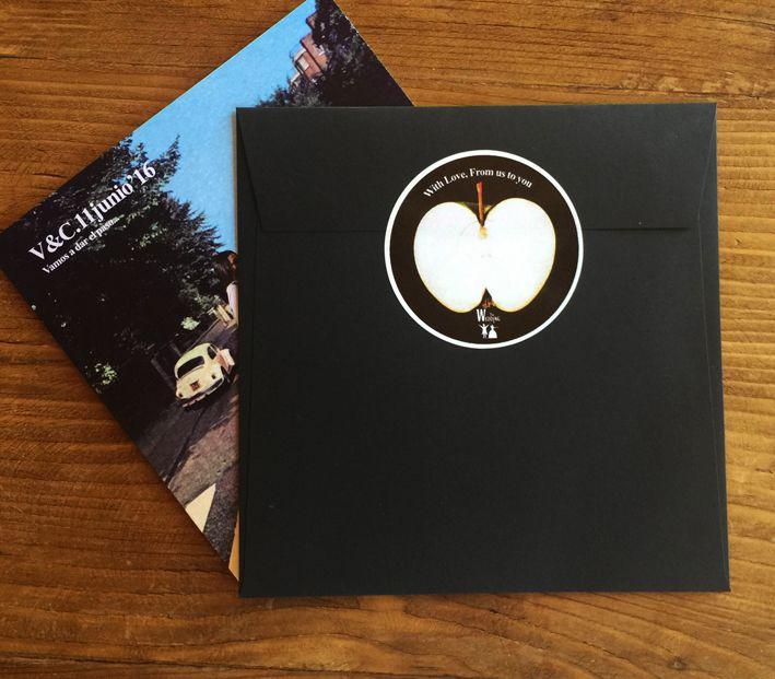 Pegatinas a conjunto de vuestras invitaciones de boda inspiradas en los Beatles