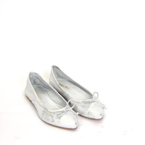 SILVER/WHITE POINT PUMPS – Boutique Online Fashion Clothing Store | Marshmellow
