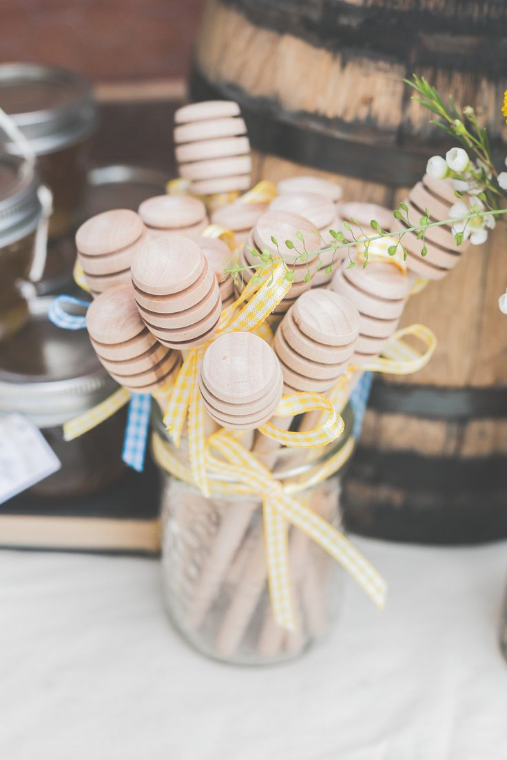 #honey, #bee, #baby-shower  Photography: Kayla Rocca Photography - www.kaylarocca.com  Read More: http://www.stylemepretty.com/living/2014/08/21/whimsical-baby-shower-2/