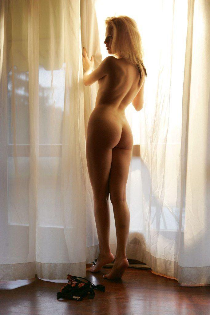 Ну подумаешь, будильник забыла завести, зато своего мужчину каждый день завожу.