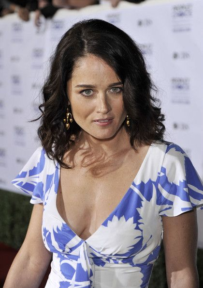 Robin Tunney Photos Photos - Actress Robin Tunney arrives at the 35th Annual People's Choice Awards held at the Shrine Auditorium on January 7, 2009 in Los Angeles, California.  (Photo by Kevin Winter/Getty Images for PCA) * Local Caption * Robin Tunney - 35th Annual People's Choice Awards - Arrivals