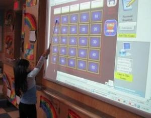 smartboard literacy games! Great ways to use the smartboard in your classroom and to get the students involved.