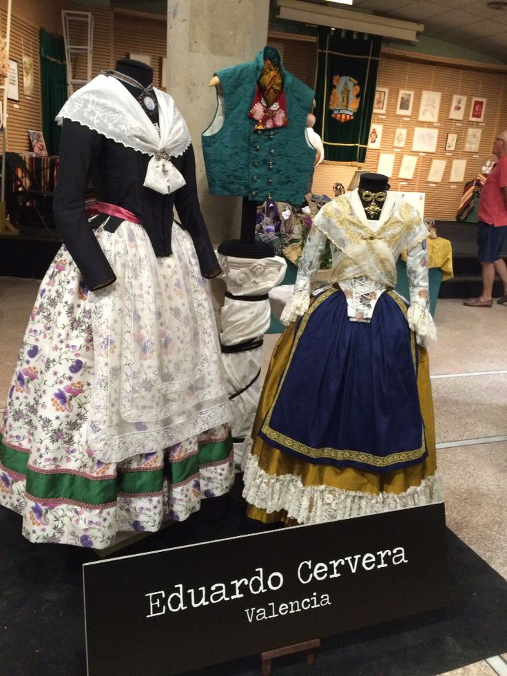 Modelos Indumentaria Antiga de Eduardo Cervera. Vistos en DNOUen Na Jordana 2015