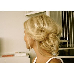 messy style updo