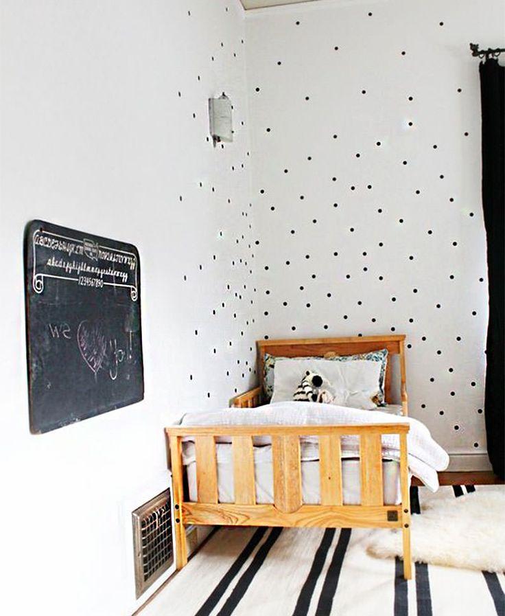 Um estêncil (do inglês stencil) é uma técnica usada para aplicar um desenho ou ilustração com aplicação de tinta, através do corte ou perfuração em papel o