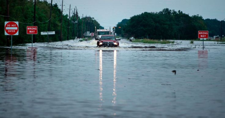 A new crowdsourced project tracks Harvey-flooded roads in Houston and other areas