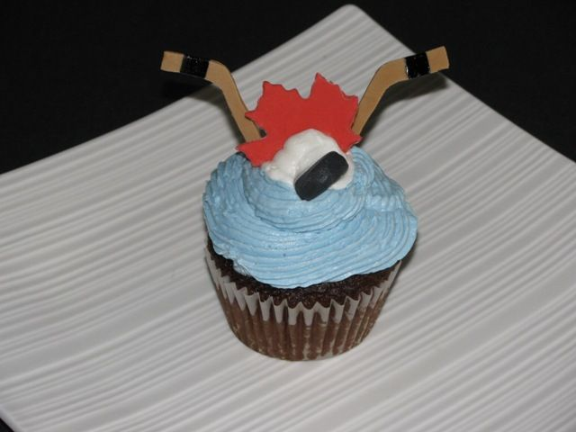 hockey cupcakes Hockey Love Pinterest Themed ...