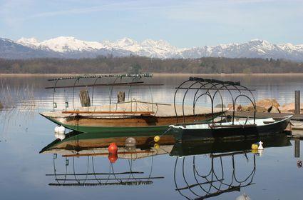 Foto e Immagini di Gavirate: Foto Vecchie barche di pescatori nel lago di Varese