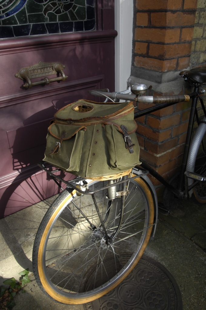 Bicycle luggage 2 sologne fishing creel on 1946 porteur for Fly fishing creel
