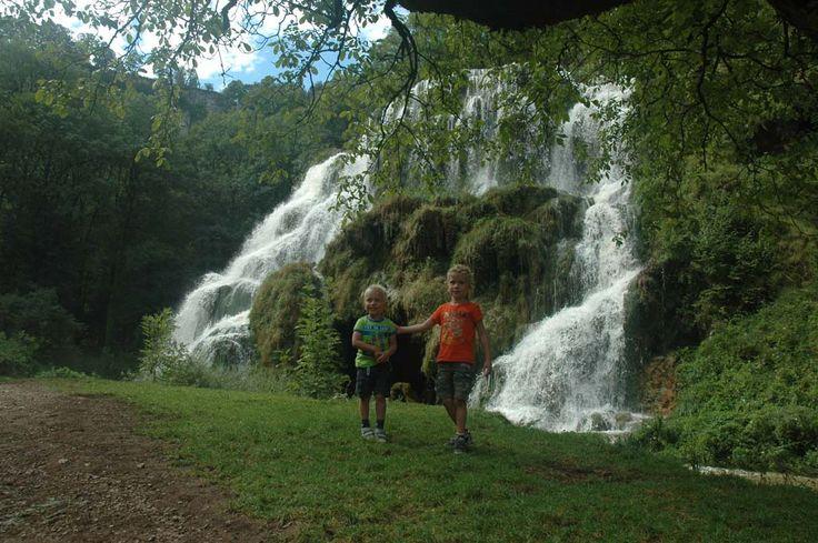 Ga jij op vakantie naar de Jura met kinderen? Check dan de 8 leuke bezienswaardigheden voor gezinnen met jonge kinderen. Incl een camping met zwembad.