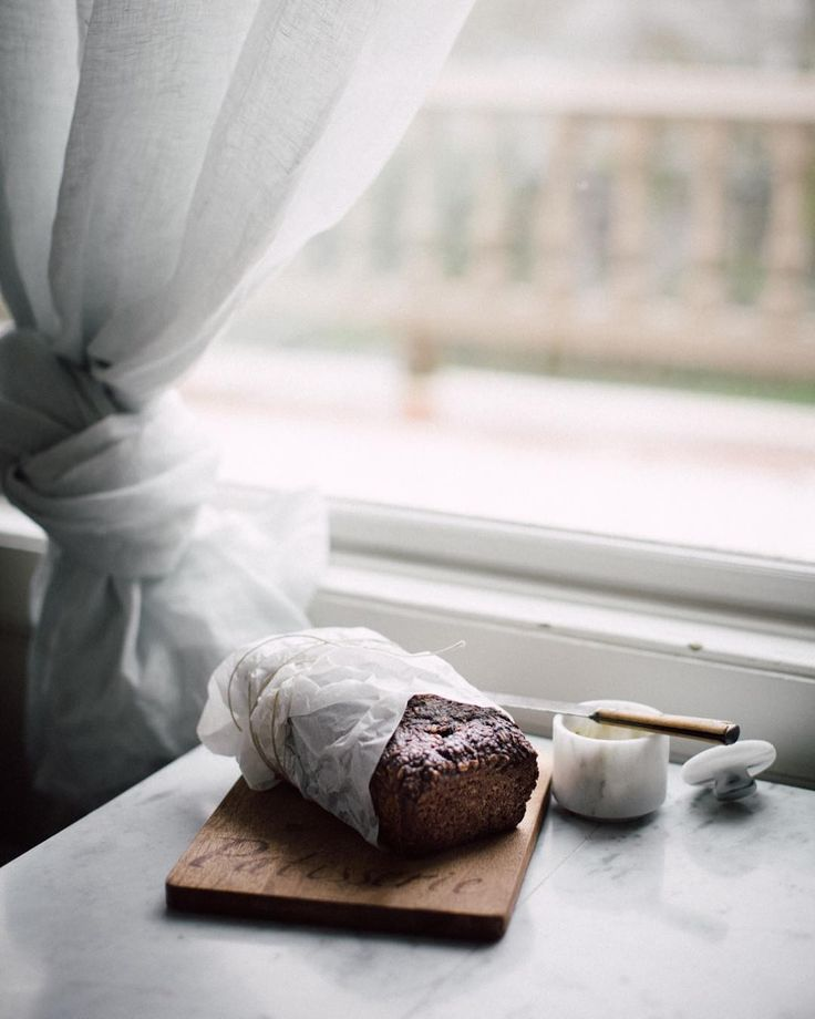 Morning friends! I need your help today - Im planning a little gathering with friends this weekend and need to pull together the menu! What do you think? Any dish or ingredient that youre currently excited about that I could use as inspiration for a new dish? Love to hear! . Also... so in LOVE with my new @anthropologie linen curtains !!! I definitely brought back this eye bread from Tartine in SF in my suitcase last week