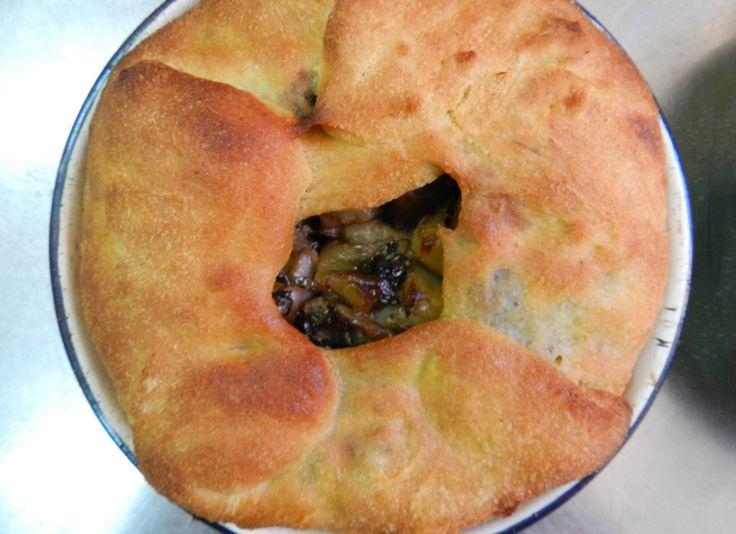 Sa Prazzira è una focaccia ripiena ogliastrina che conosce tante varianti. Oggi noi prepariamo quella con ripieno di melanzane