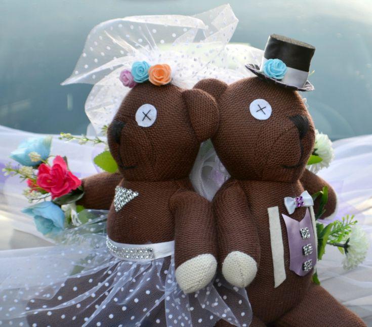 Když se žení Mr. Bean...dekorace na auto Dekorace na svatební auto pro nevěstu nebo ženicha. Možnost výroby dekorací v různých motivech podle téma vaší svatby ( zvířátka, sport, hudba apod. ) Dekorace na auto je vyrobena z umělých květin, což má nepochybně své velké výhody ... dekoraci můžete mít připravenou dopředu a nestresovat se ráno ve svatební den, nezvadne ...