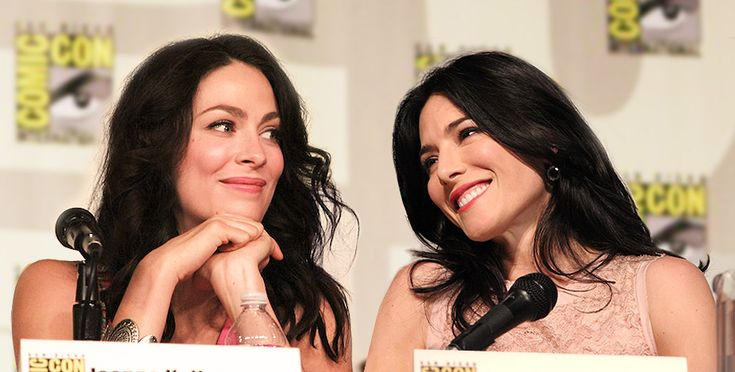 papergood:  Joanne Kelly and Jaime Murray - Comic Con 2012 credit: gainesm(1)(2)