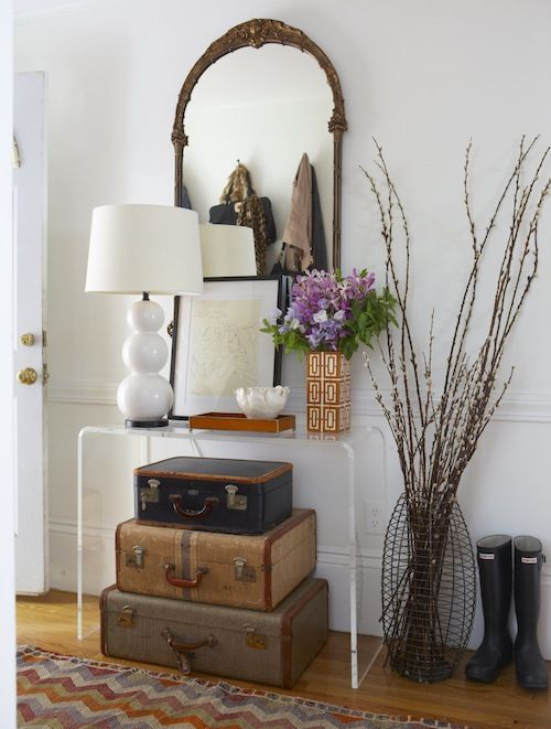 And yet again, there's that lucite Crate & Barrel console that I've been lusting over for years.  LOVE!