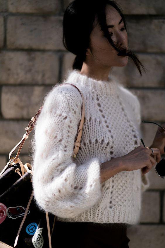 Модное вязание для женщин и девушек 2017 и 2018 года. Вязание спицами на осень 2017 и зиму 2018 года. Вязанная мода, модные вязаные вещи своими руками.