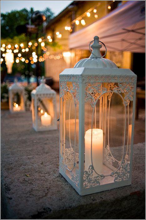 Laternen in grau mit pinken Kerzen