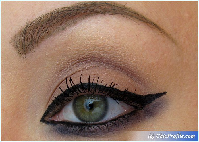 Playing with MustaeV Tension Fit Liquid Liner
