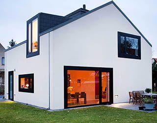 Neue Architektur - Familie Liesaus ist es gelungen, auf kleiner Grundfläche ein anspruchsvolles, aber nicht exentrisches Einfamilienhaus zu bauen