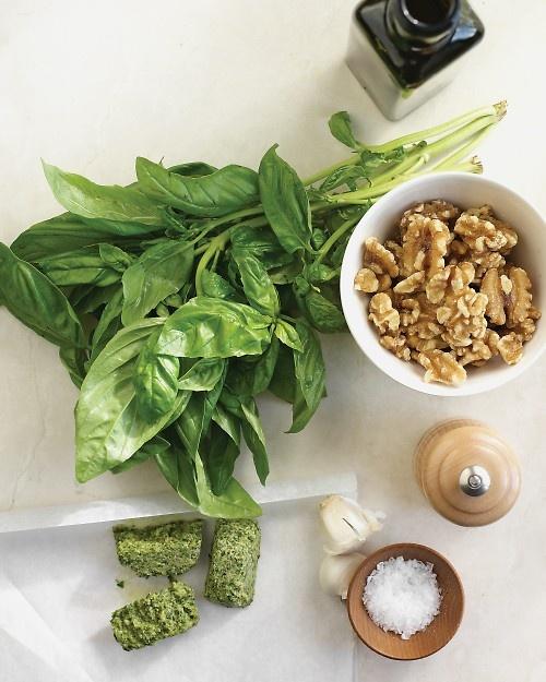 Basil PestoBasilpesto, Pesto Cream, Herbs Gardens, Pesto Recipe, Cream Sauces, Cooking Tips, Favorite Recipe, Basil Pesto, Bright Colors