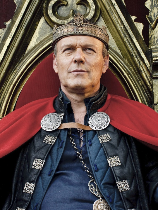"""Ok, did any one else notice that on the very first episode of Merlin, when the man who had practiced magic was about to be beheaded and Uther was giving his speech, he said the """"criminal's"""" name- Thomas James Colins. I got really excited because his name has Bradley's last name and Colin's name as part of his own title!"""