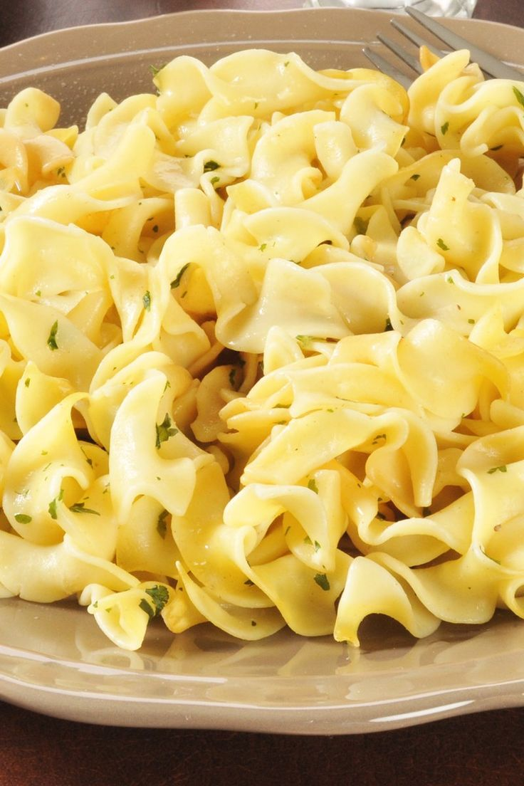 The Best Buttered Egg Noodles Recipe - only 5 ingredients and ready in 10 minutes!