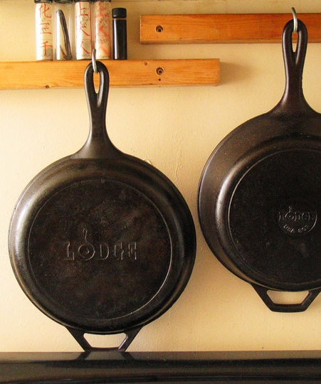 Adding black objects to a room adds a bit of elegance. Plus, I love Lodge cookware.