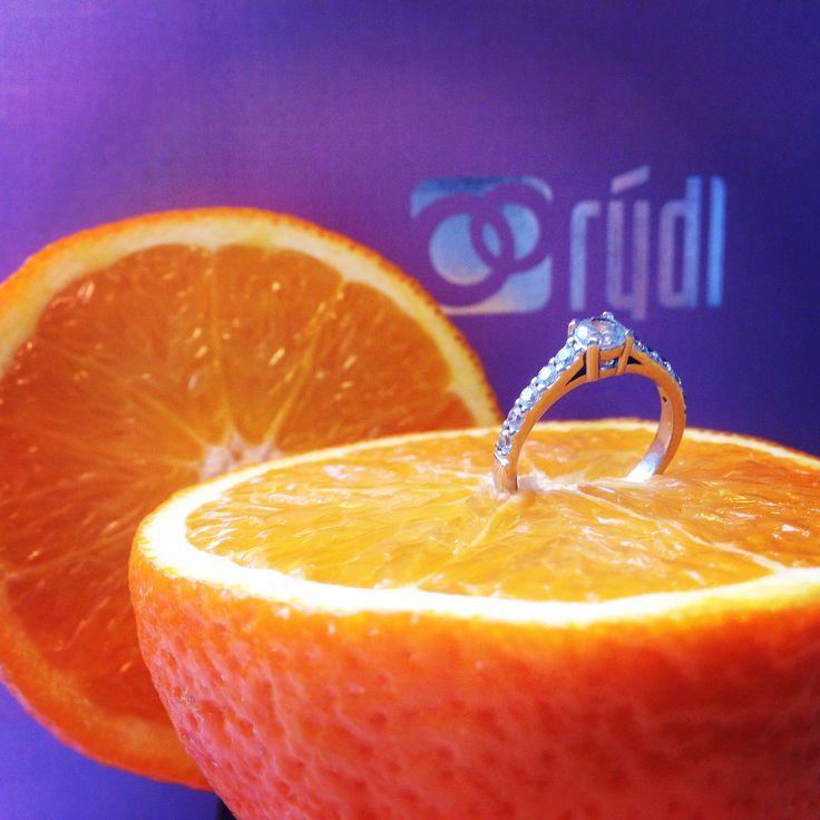 """""""Láska není, co najdeš . Láska je něco, co najde tebe."""" ❤️ Model Love 064⏩⏩ http://www.prsteny.cz/zasnubni-prsten-model-love-064"""