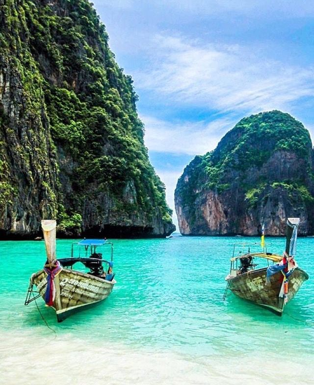Phi Phi Islands, Thailand … Whether it's adventure or sunbathing, it's got to be Koh #PhiPhi, Thailand. P.S. Seize the moment! http://phi-phi.com
