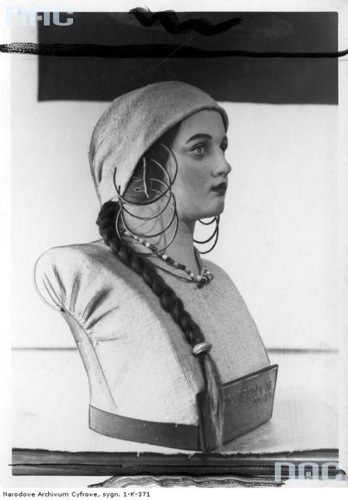 West Slavic woman from Pomerania [Polish: Pomorze] region, c. 9th/10th century. Exhibit at the museum in Toruń, Poland , c. 1920s/1930s [image via NAC].