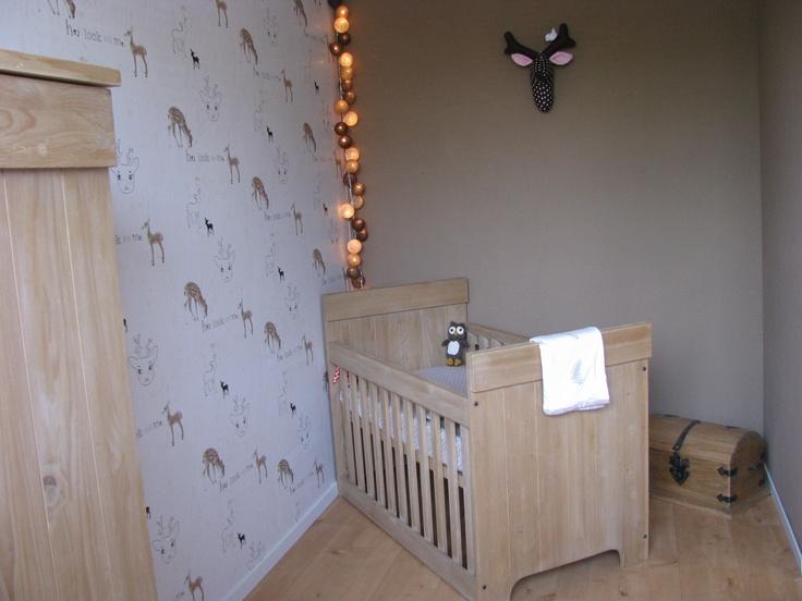 Bedje van Bopita  Beddengoed van Cottonbaby  Lampjes van Cottonballlights  Hertenkop via Tvinni  Behang van Onszelf