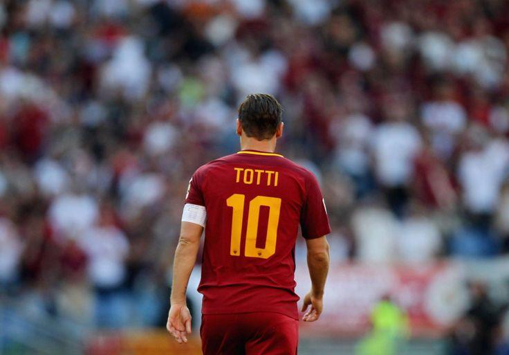 Il difensore brasiliano della Roma racconta un retroscena riferito all'ultima partita di Totti: «È stato molto nervoso per tutta la settimana precedente».