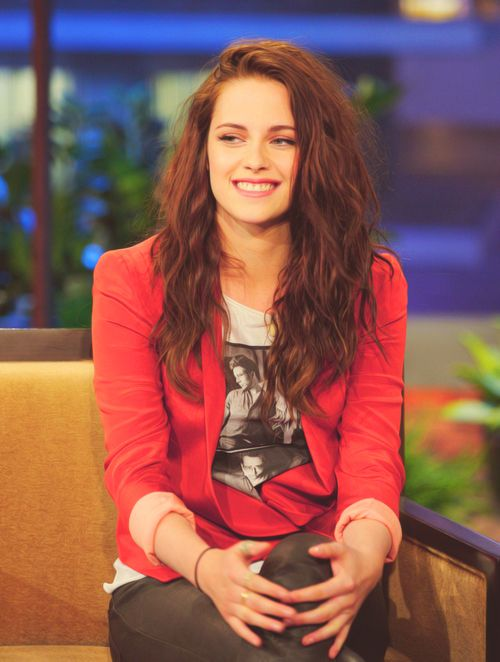 an extremely rare creature...also known as a smile from kristen stewart...Girls Crushes, Jay Leno, Casual Kristen Stewart, Fashion Style, Baby Raccoons, Beautiful People, Hair, Leno Kristen Stewart 3, Kristenstewart
