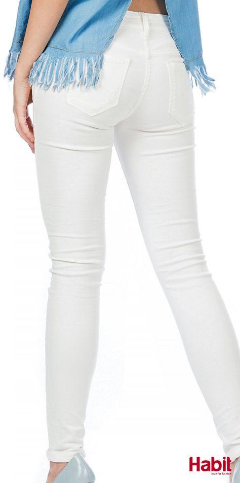 Τζίν παντελόνι με σκισίματα. • Κωδικός: 703100 • Τιμή: 28,99 • Χρώμα: Λευκό • Μέγεθος: S-XL  (online shopping loading... 📻 stay tuned) #habit #fashion #habitfashion #loveforfashion #everyday #somethingnew #tops #denim #laceup #tencel #newcollection #trends #bodysuit #pants #jeans