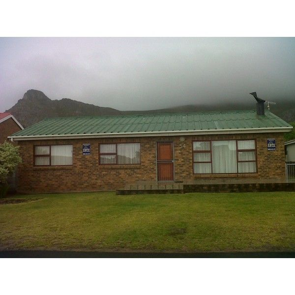 JS Marais Holiday House #Kleimond Sleep 8 #WhaleCoast #Overberg