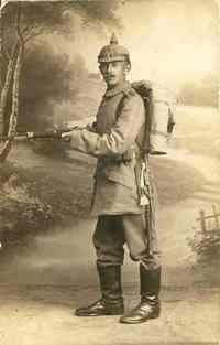"""letzter Heimatgruß von Karl-Albert Pitsch an Schwester vor Mobilmachung; Karl-Albert wurde als """"Bursche"""" für den gesamten Kriegseinsatz abkommandiert zu Hptm. Baron Freiherr von Wunsch nach ..."""