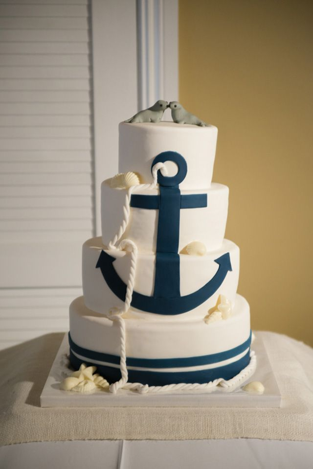 rope and anchor on a nautical cake, photo by minervaphotography.com, cake by enchantingcreations.net