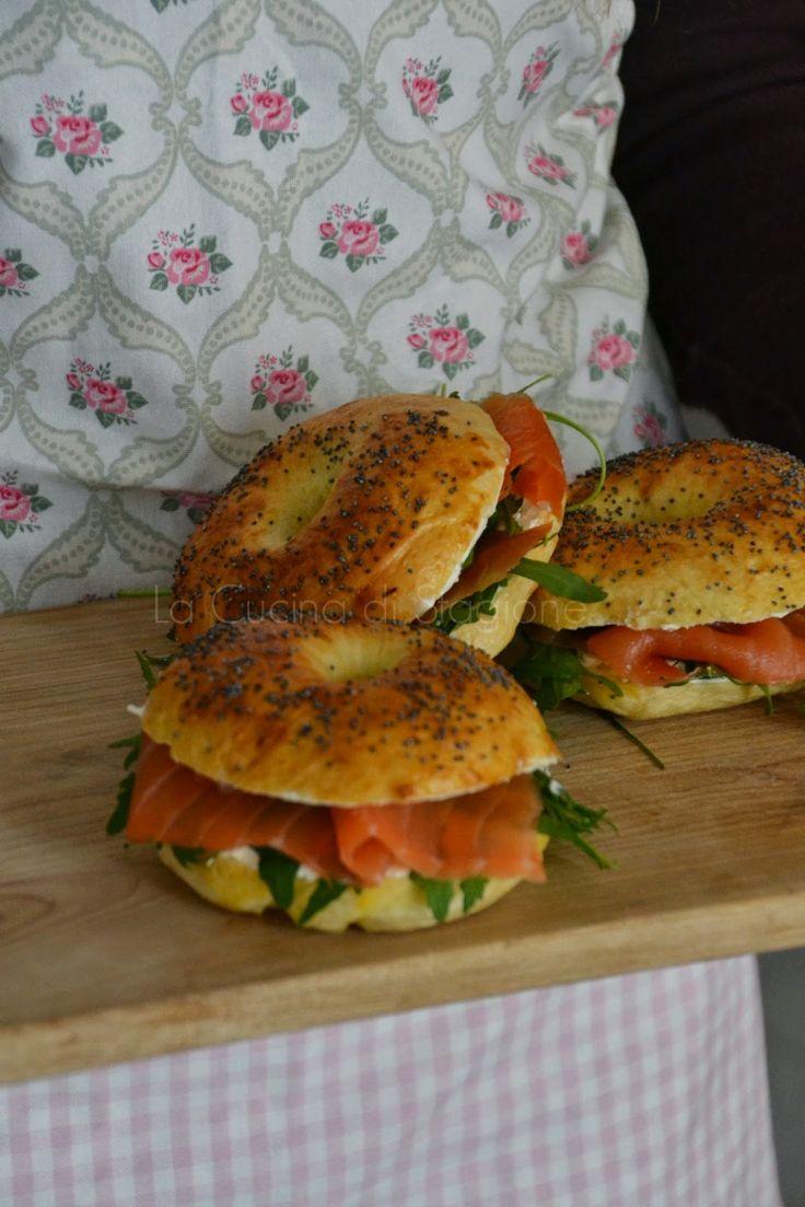 La Cucina di Stagione: Bagel al salmone affumicato, cream cheese e rucola...