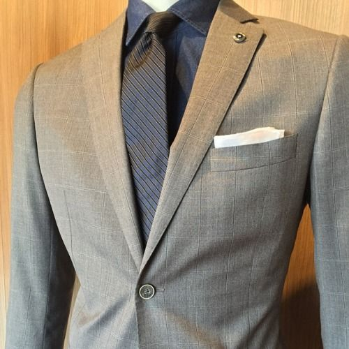 For all the connoisseurs out there.. New core suiting from #Reda + Italian Indigo shirting #jhilburn #ashirtthatfits
