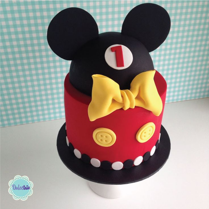 Who doesn't love #mickey!!! A pretty cake to celebrate a #firstbirthday!