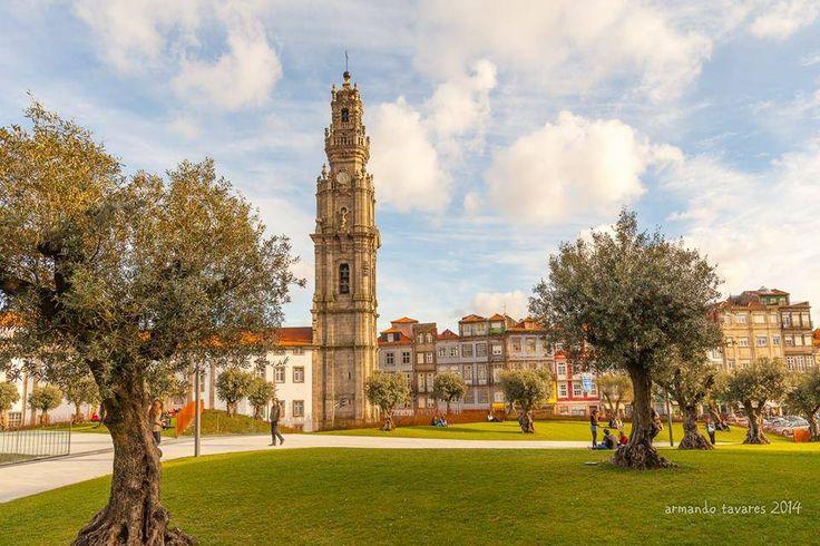 Jardim das Oliveiras e Torre dos Clérigos, Porto.